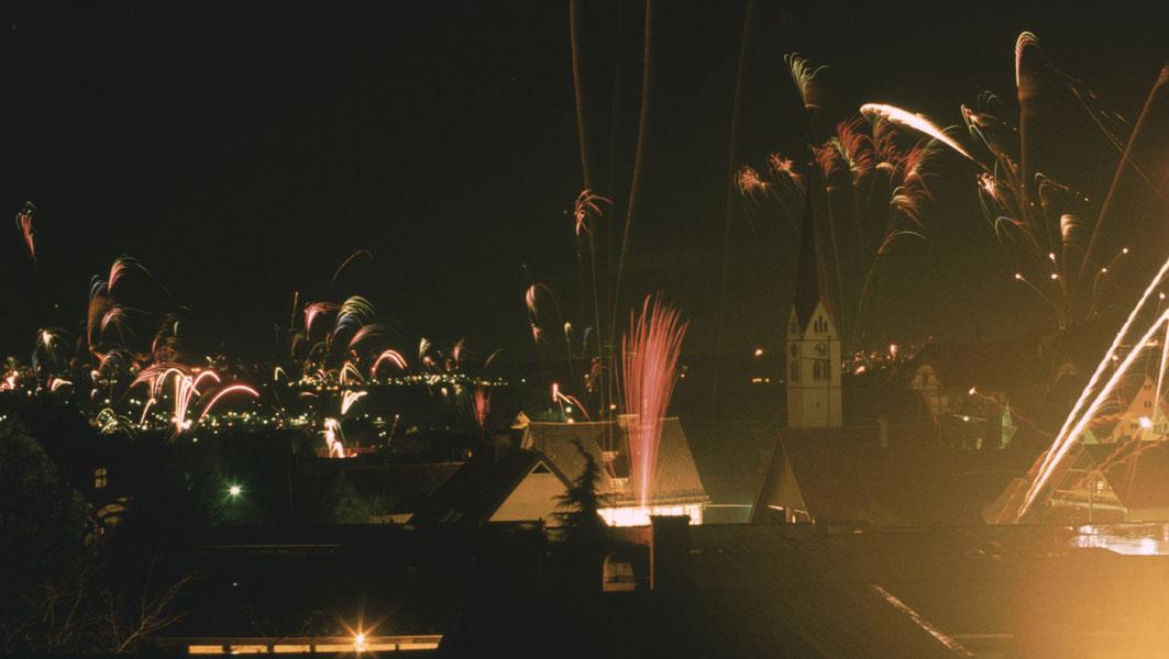 Bild des Monats Dezember - Silvester über Ebringen - fotografiert von Herrn Prof. Dr. Heinrich Vahrenkamp