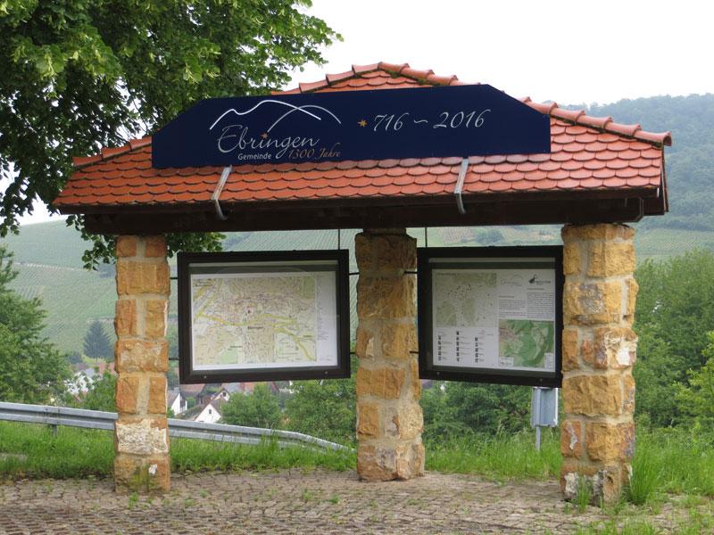 Info-Tafel Ortseingang Tirol mit neuer Beschilderung anlässlich 1300 Jahre Ebringen