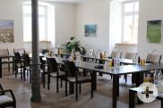 Sitzungssaal mit Bestuhlung für Gemeinderatsitzung